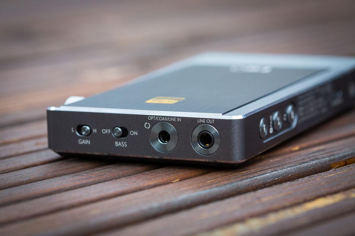 FiiO Q5 Portable USB DAC and Amplifier with Bluetooth (Titanium)